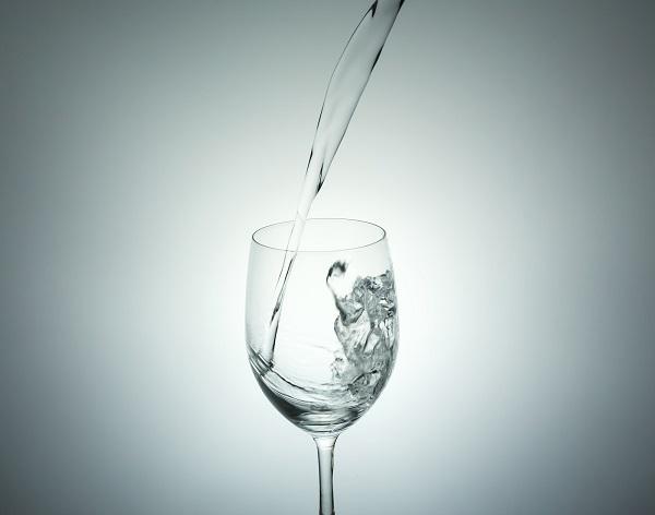 水をたくさん飲むとダイエット効果がある?