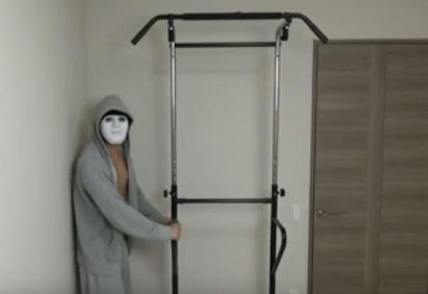 YouTuberラファエルの自宅にある懸垂器具ってコレ?