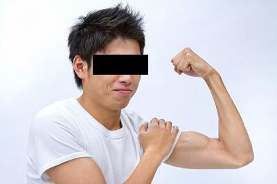 力こぶ(上腕二頭筋)を鍛えて腕を太く!道具なしで筋トレ可能?